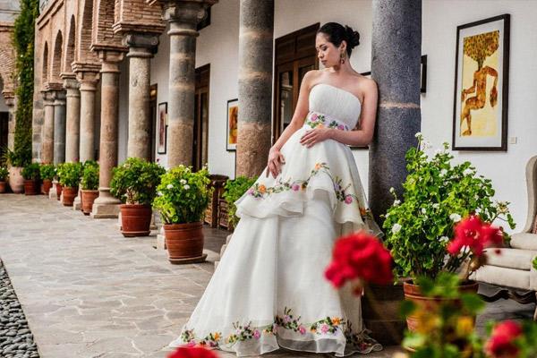 Vestido de novia con motivos andinos