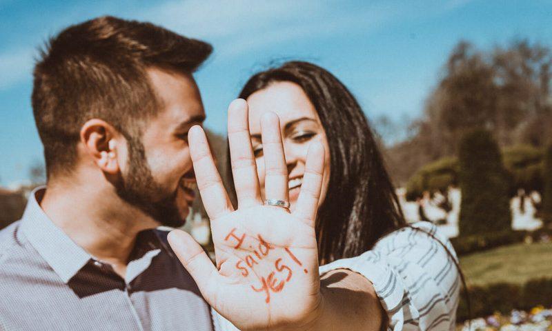 El anillo de compromiso y la pedida de mano